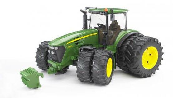 Bruder John Deere 7930 - Spielzeug-Traktor mitZwillingsbereifung-a